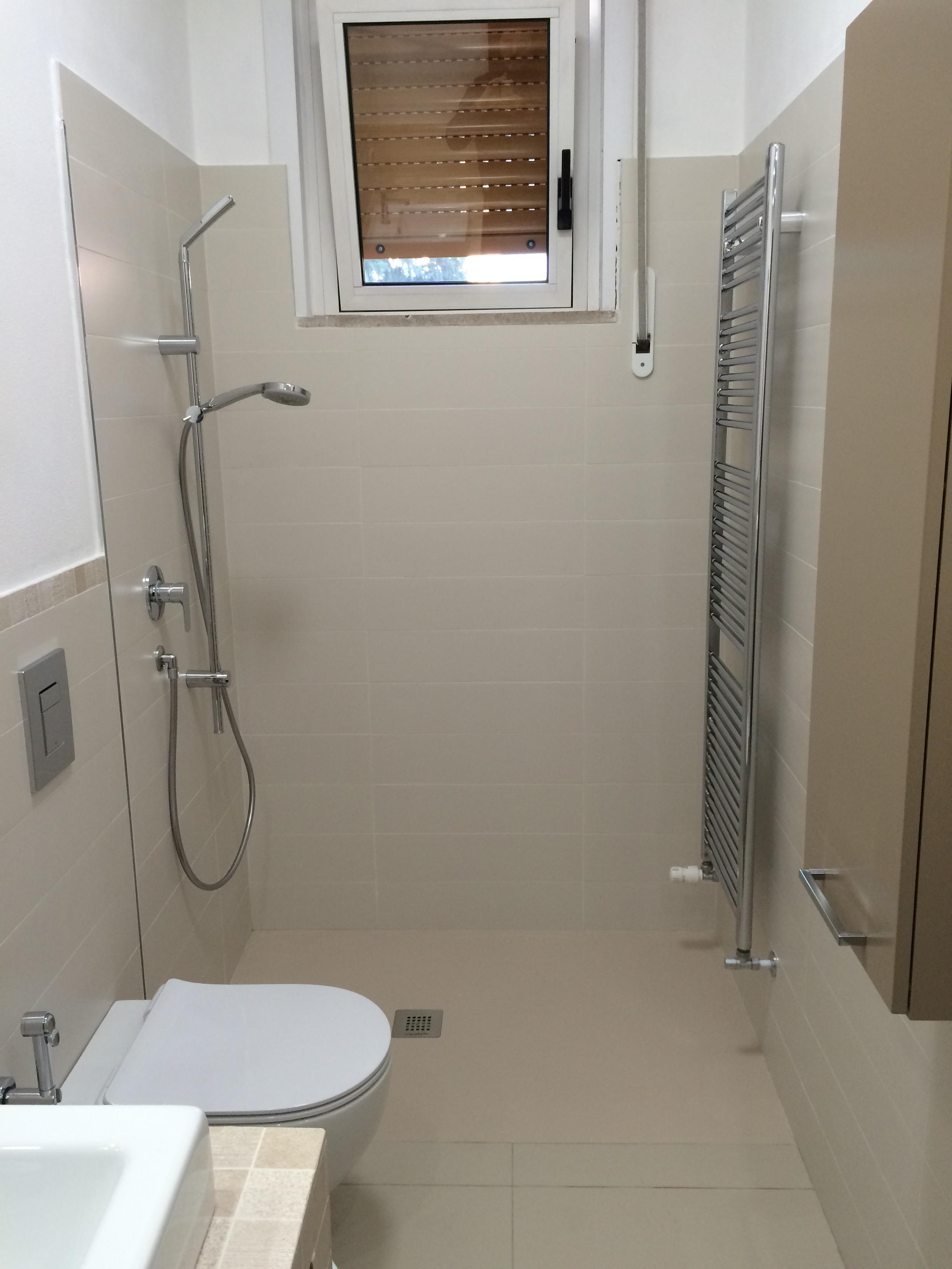 Materialab bagno e mobile rivestito - Doccia a pavimento mosaico ...